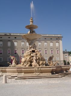 """Horse fountain at the """"Residenz Platz"""" (archbishop's residence square) in Salzburg"""