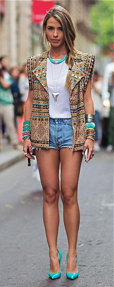 Street Style Paris ABSOLUTELY LOVE THE JACKET AND SHOES!   More outfits like this on the Stylekick app! Download at http://app.stylekick.com