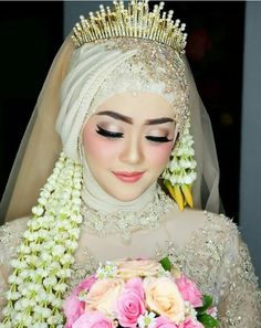 60 Ideas Makeup Simple Hijab For 2019 Muslimah Wedding Dress, Muslim Wedding Dresses, Muslim Brides, Muslim Dress, Beautiful Hijab, Beautiful Bride, Javanese Wedding, Indonesian Wedding, Wedding Hijab Styles