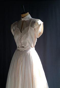 シルバーチュールスカートのヴィンテージ・ウェディングドレス