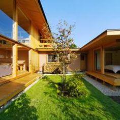 下古山・中庭のある家: 中山大輔建築設計事務所/Nakayama Architectsが手掛けたtranslation missing: jp.style.庭.eclectic庭です。