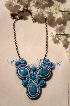 Soutache necklace Diy Jewelry, Beaded Jewelry, Jewelry Necklaces, Handmade Jewelry, Jewelry Design, Jewelry Making, Soutache Pendant, Soutache Necklace, Bead Embroidery Jewelry
