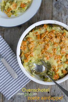 Ovenschotel_prei Ingrediënten voor 4 personen 2 preien 1 flinke zoete aardappel 600 gram aardappelen 2 eetlepels groene pesto 200 ml melk 1 eetlepel mosterd 200 gram geraspte kaas paneermeel peper en zout