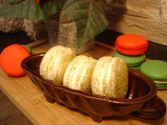 Vánoční zlaté makronky Cornbread, Ethnic Recipes, Food, Millet Bread, Essen, Meals, Yemek, Corn Bread, Eten