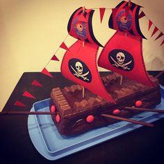 """Gefällt 45 Mal, 6 Kommentare - Sarah P. (@sarahp089) auf Instagram: """"#piratengeburtstag #schon5 #birthdaygirl #happybirthday #birthday #piratenkuchen #piratebirthday…"""" 4th Birthday, Birthday Party Themes, Pirate Birthday Cake, Birthday Ideas, Pirate Kids, Kids Party Decorations, Birthday Cake Decorating, Pirate Theme, Kids Meals"""