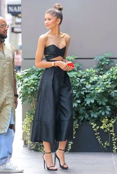 10 Looks Lindos Da Zendaya! Zendaya Dress, Zendaya Outfits, Zendaya Style, Zendaya Fashion, Zendaya Makeup, Zendaya Hair, Look Fashion, Fashion Outfits, Dress Fashion