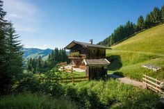 in Defereggen Hopfgarten in Defereggen is a municipality in the district of Lienz in the Austrian state of Tyrol. Shepherds Hut, The Good Place, Beautiful Homes, Travel Destinations, Places To Go, Cottage, Vacation, House Styles, Holiday