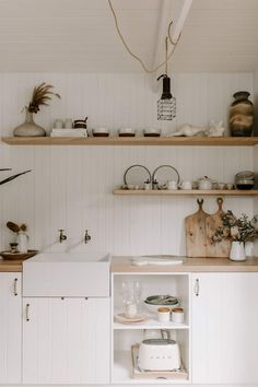 Olive Shed - Guest houses for Rent in Red Hill, Victoria, Australia Guest House Shed, Guest Houses, Tiny Houses, Sorrento, Lofts, Malbaie, Outdoor Loungers, Deco Boheme, Shed Homes