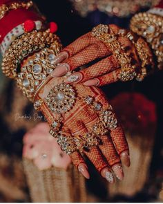The Crimson Bride - The go-to Indian wedding inspiration and planning platform for the modern Indian bride. Design your dream wedding with The Crimson . Indian Jewelry Sets, Indian Wedding Jewelry, Indian Jewellery Design, Bridal Bangles, Bridal Jewelry Sets, Bridal Accessories, Indian Accessories, Hand Accessories, Indian Bridal Outfits