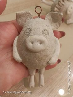Handmade Christmas, Christmas Crafts, Christmas Ornaments, Pig Baby Shower, New Year Diy, Baby Pigs, Paper Birds, Christmas Characters, Paper Clay