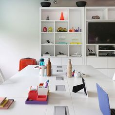 Escritório Olioli com um astral despojado e bem moderninho. Projeto @alessandraolivastro @olioli_lifestyle e 📸 @marianaorsifotografia. 👉👉👉 Snap 👻fabiarquiteta. . #olioliteam #olioli #office #work #cool  #photooftheday #escritorio #homeoffice #arquitetura #architecture #designer #SP #detalhes #goodafternoon #boatarde #homedecor #homestyle #saopaulo #blogfabiarquiteta #fabiarquiteta