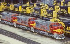 Santa Fe locomotives at the Argentine Diesel Service Facility. N Scale Model Trains, Rail Transport, Freight Transport, Bnsf Railway, Rail Train, Railroad Pictures, Bonde, Burlington Northern, Railroad Photography