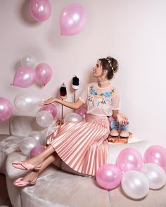 In the photography session with Amanda Motta Photography at Josefinas' New York store Cute Birthday Pictures, Birthday Photos, 22nd Birthday, Girl Birthday, Birthday Decorations At Home, Blue Aesthetic Pastel, Minion Party, Fashion Photography Inspiration, Party Photos