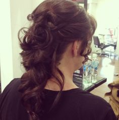 Upstyle/ curly pony tail by AmberD