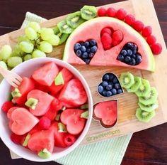Met een deegvormpje maak je een bakje fruit wel heel gezellig! #telvrij #PowerStart #WeightWatchers