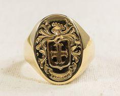 Exquisite Radiant 14K Yellow Gold Men's Coat of Arms Crest Shield Signet