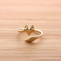 Ring, Adjustable fox ring, totally need this for me own deviously personal reasons. Can I have it in silver please?fox ring, totally need this for me own deviously personal reasons. Can I have it in silver please? Fox Jewelry, Cute Jewelry, Jewelry Rings, Jewelry Accessories, Jewellery Box, Jewellery Shops, Jewelry Stores, Crystal Jewelry, Jewelry Ideas