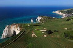 Le plus vertigineux : le golf d'Etretat, en Normandie, au...