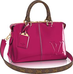 A new Louis Vuitton bag is here to add a touch of vava voom to your everyday ensembles. With its daring and modern fashion take, this Louis Vuitton Miroir Louis Vuitton Totes, Louis Vuitton Crossbody, Vuitton Bag, Louis Vuitton Handbags, Tote Handbags, Cross Body Handbags, Purses And Handbags, Louis Vuitton Monogram, Tote Bags