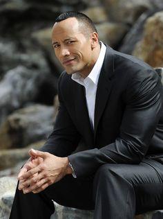 Dwayne Douglas Johnson, (Hayward, 2 de maio de 1972) mais conhecido como Dwayne Johnson ou The Rock (A Rocha ou A Pedra, traduzido do inglês), é um lutador de wrestling profissional e ator norte-am…