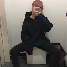 i cant even handle -SugaMonster Korean Aesthetic, Aesthetic Boy, Japanese Streets, Japanese Street Fashion, Asian Boys, Asian Men, Korea Fashion, Boy Fashion, Pink Outfits