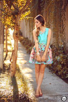 Um estilo romântico mais formal com padrão. Ideal para este verão e conjugado com acessórios de cor neutra.