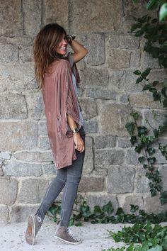 velvet kimono, grey jeans, converse