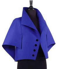 I love architecture in clothing Look Fashion, Fashion Details, Winter Fashion, Womens Fashion, Mode Mantel, Moda Chic, Fashion Sewing, Trench Coats, Sewing Clothes