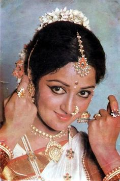 All images posted belong to the respective photographer or copyright owner. Appropriate sources are located at bottom of each image where possible. South Indian Sarees, Indian Bridal Lehenga, Indian Celebrities, Bollywood Celebrities, Indiana, Most Beautiful Bollywood Actress, Indian Heroine, Simplicity Is Beauty, Hema Malini
