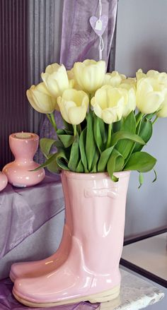 tulips <3 and rain boots. haha, it's funny because if you know me, you know that 2 of my favorite things are tulips and pink rain boots <3