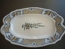 PLAT OVAL EN FAIENCE DE ROUEN XVIIIème DECOR FORAL ET QUADRILLAGES
