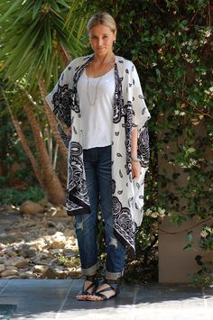 How to wear Boyfriend jeans over 40...I really like long drapey jackets...