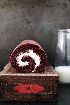 ... red velvet roll cake ...