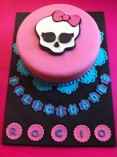 Tarta personalizada como las Monster High elaborada por TheCakeProject en Madrid