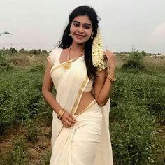 Beautiful Bollywood Actress, Most Beautiful Indian Actress, Beautiful Actresses, Cute Beauty, Beauty Full Girl, Beauty Women, Beautiful Girl In India, Beautiful Saree, Beautiful Babies