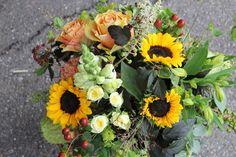 Liebevoller Blumenstrauss mit Sonnenblumen ausgeliefert in Konolfingen