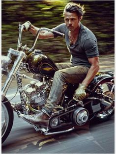 One of the biggest stars of our time, Brad Pitt, covers the November issue of details magazine. Photographed by Mark Seliger & wearing Prada, Pitt talks about his love for riding & how he l… Brad Pitt Motorcycle, Motorcycle Men, Motorcycle Style, Chopper Motorcycle, Bobber Chopper, Mini Motorbike, Bobber Style, Motorcycle Outfit, Triumph Motorcycles