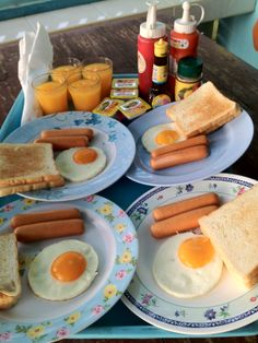 Breakfast on Table Photo by Sittichai Pijitam(Cycnas)