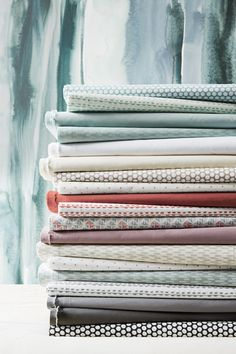 Learn how to fold a fitted sheet from experts in less than 1 minute! Folding Fitted Sheets, Home Economics, The Design Files, Homekeeping, Neat And Tidy, Life Organization, Good To Know, Cleaning Hacks, Helpful Hints
