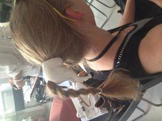 Bester Kopfschmuck ever, gesehen beim FashionCamp Vienna. Hair Styles, Beauty, Fascinators, Hair Plait Styles, Hair Makeup, Hairdos, Haircut Styles, Hair Cuts, Hairstyles
