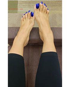 Instagram Blue Toe Nails, Duck Feet Nails, Pretty Toe Nails, Pretty Toes, Feet Soles, Women's Feet, Long Toenails, Nice Toes, Foot Toe