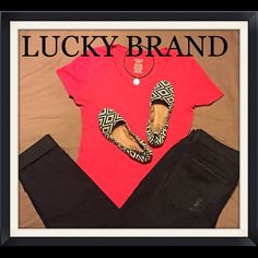 ❤️♣️Lucky Brand Tribal Ballet Flats 6♣️❤️ Cutest ever lil ballet flats by Lucky Brand! Fabric upper in black and off-white tribal pattern. Elastic stretch sides for secure fit. NEW display shoes Size 6 Lucky Brand Shoes Flats & Loafers