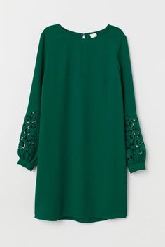 Source by dress green Stylish Dresses For Girls, Simple Dresses, Casual Dresses, Short Dresses, Mode Outfits, Dress Outfits, Fashion Outfits, 80s Fashion, Dress Fashion