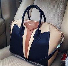 Love this Givenchy bag! I Love ♡ this Givenchy Bag ! Michael Kors Outlet, Michael Kors Bag, Bucket Bag, Sacs Design, Givenchy Antigona, Givenchy Bags, Givenchy Beauty, Prada Bag, Shopper