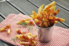 batata abraçada no bacon (bacon wrapped fries) #foodidea #food #bacon #fries