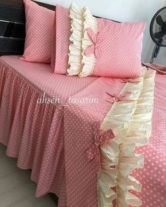 Discover recipes, home ideas, style inspiration and other ideas to try. Rose Comforter, Ruffle Pillow, Bed Sets, Bed Sheet Sets, Cama Shabby Chic, Bed Covers, Duvet Cover Sets, Draps Design, Bed Cover Design