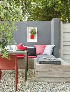 20 Beautiful Outdoor Living Room Ideas, you want to feel a new atmosphere that is more pleasant and feels more relaxed to entertain your guests, you can try to make an outdoor living room, Outdoor Seating Areas, Outdoor Sofa, Outdoor Spaces, Outdoor Furniture Sets, Outdoor Decor, Outdoor Living Rooms, Living Spaces, Exterior Gris, Gravel Landscaping