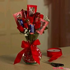 A Candy Flower arrangement.for teachers gift My Funny Valentine, Valentine Crafts, Holiday Crafts, Valentine Day Gifts, Candy Bouquet Diy, Valentine Bouquet, Diy Bouquet, Homemade Gifts, Diy Gifts