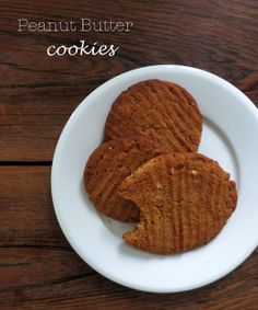 PLATEFUL OF LOVE: Maapähkinävoikeksit / Peanut butter cookies