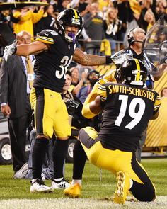 Go Steelers, Pittsburgh Steelers Football, Football Art, Football Players, Football Images, Sports Images, Football Pictures, Steeler Nation, American Football